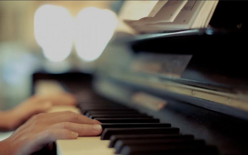 【佳音海豚艺术学校】钢琴培训方式 线上教学还是线下教学?