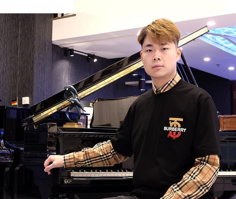 【王逸龙-钢琴老师】